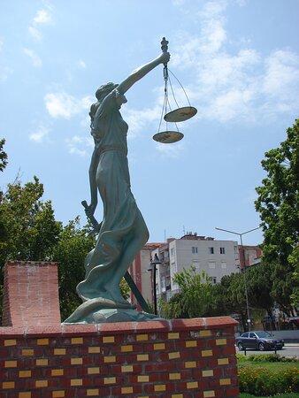 Adalet Meydanı 16