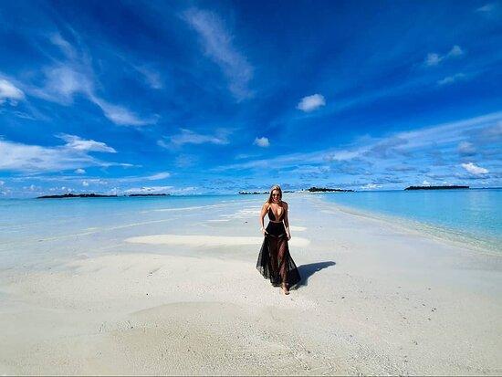 האיים המלדיביים: A República das Maldivas é um arquipélago no Oceano Índico, que fica a sudoeste da Índia e do Sri Lanka. E no mapa as Ilhas Maldivas pertencem geograficamente ao continente asiático. São aproximadamente 1.196 ilhas, dentre as quais apenas 203 são habitadas. É um pequeno paraíso em terra, que faz brilhar os olhos de qualquer praieiro! 📍😍🔝 I 📸@vidaqueleva_