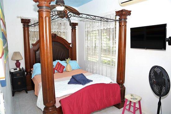 Mstr. Bedroom (Queen) AC, Armoire, TV