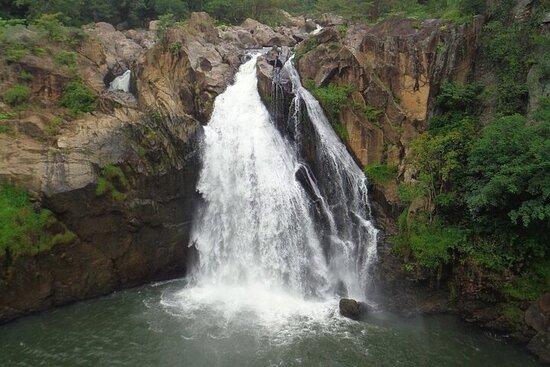 Tour delle cascate e visite turistiche intorno a Belihuloya