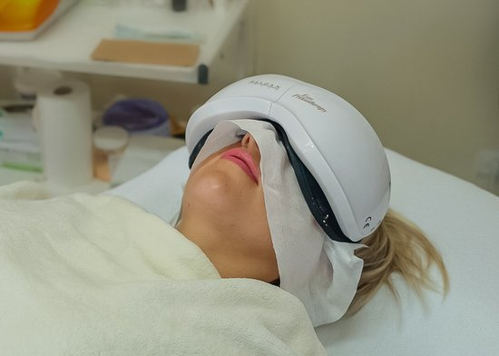 Presotherapy (lifting) for the skin around the eyes