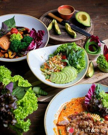 🌈🤗EAT THE RAINBOW🤗🌈 Habt Ihr ein Lieblingsgemüse? Wenn ja, schreibt es mal in die Kommentare.  An diejenigen, die kein Gemüse mögen: Vielleicht können wir Euch ja umstimmen mit unseren köstlichen Gerichten! Kostet sie einfach mal aus und meldet uns zurück, wie sie Euch geschmeckt haben. Notfalls haben wir natürlich auch viele andere leckere Speisen ohne oder mit wenig Gemüse.😉  Wir sind für Euch da von: Mo – So: 11:00 – 14:30 Uhr & 16:30 – 21:00 Uhr