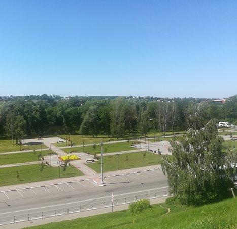 Вид на окрестности Серпухова с Соборной (Красной) Горы, где стоял Серпуховский кремль.