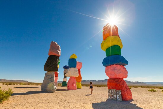 Jean, نيفادا: A required road trip stop between Las Vegas and the California border: the Seven Magic Mountains art exhibit. 9am was a perfect time to visit - very few other people there, and not nearly as hot as later in the day! And it's not far off the road, so an easy detour. 
