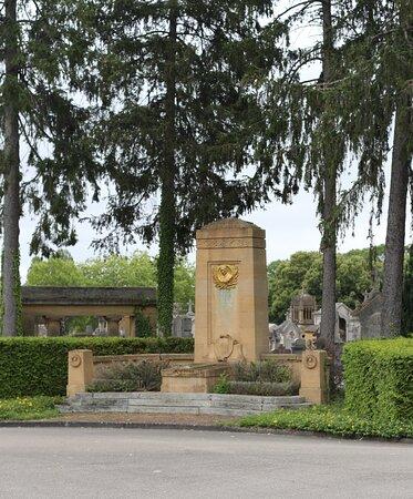 On peut y voir aussi sur certains des monuments de jolies sculptures.