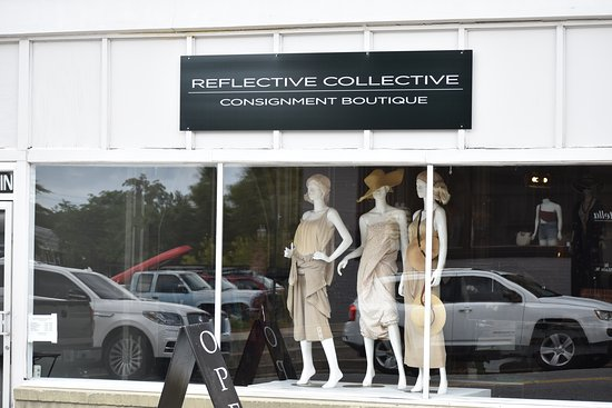 Statesboro, Geórgia: Reflective Collective is a consignment boutique shop that bridges the gap between fast fashion brands and luxury designers. Whether you're looking for a date night outfit or a luxury handbag, Reflective Collective have a variety of items at an affordable price.
