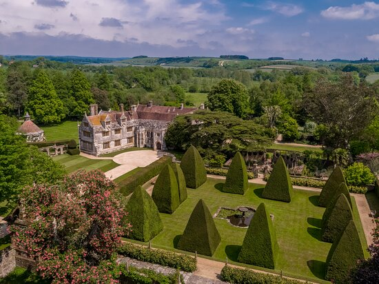 Dorchester, UK: Athelhampton House, one of England's finest manor houses, a great day out in Dorset. Not a National Trust or English Heritage but a member of The Historic Houses
