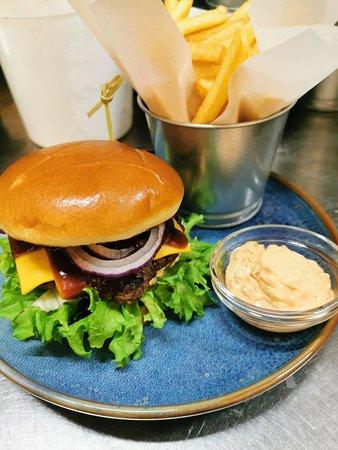 Bueno Burger & Deli
