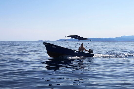 Rent a boat Arta - Explore Hvar bays & Pakleni islands
