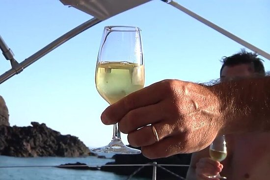 Aperitif excursion on a sailing boat