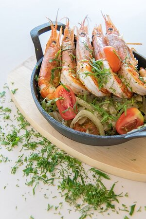 Shrimps with fennel, ouzo and marinated feta cheese