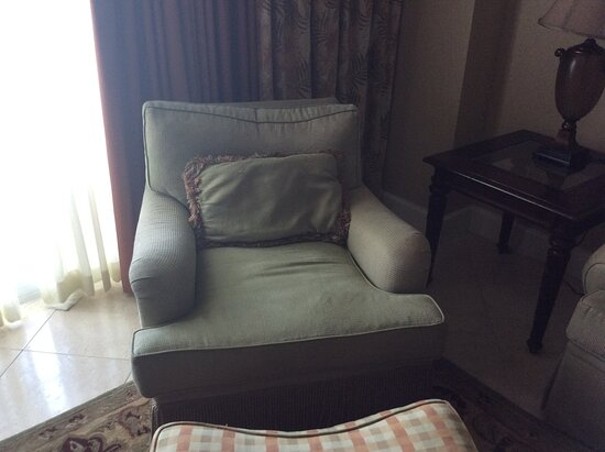 The clean relaxing arm chair