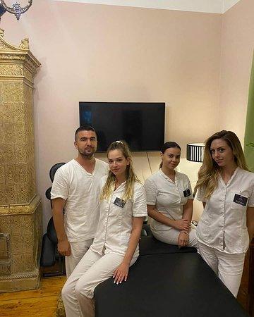 בלגרד, סרביה: Miloš, Anđela, Jana, Nataša - maseri fizioterapeuti - četverac za Carsku masažu 8 ruku - 25 maserki i masera trenutno u timu Ekselencije...