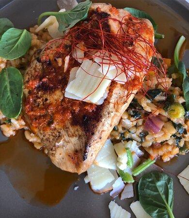Gefülltes Hähnchenfilet mit Parmesan, dazu Gemüserisotto