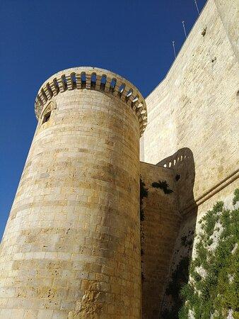 Fuentes de Valdepero, Španělsko: torre exterior castillo