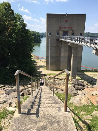 Nashport, OH: Steps down to lake level from top of dam