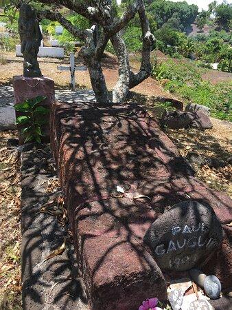 Hiva Oa, Polynesia thuộc Pháp: Calvary Cemetery