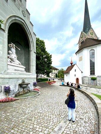 Stans, monument Arnold von Winkelried, église St-Pierre et Paul