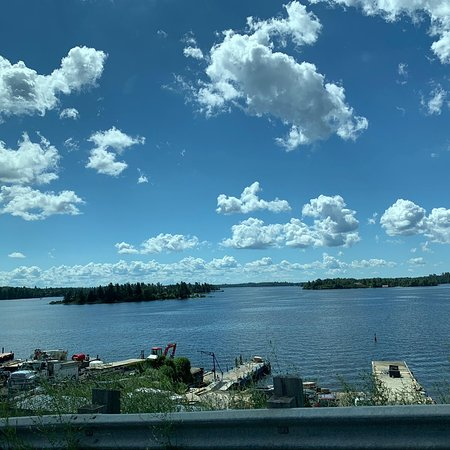 Kenora, Kanada: A quiet and beautiful tourist city .. Its ancient and archaeological monuments feel the scent of the past .. They lack the increase in tourist facilities and the increase in the number of restaurants, cafes and hotels
