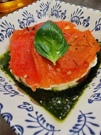 Millefeuille de tomates confites chèvre frais, basilic