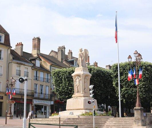 Monument Aux Morts D'autun