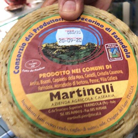 Farindola, Ιταλία: Prodotto DOP e DOC dell'Abruzzo montano Teramano ..... 🧀🧀🧀