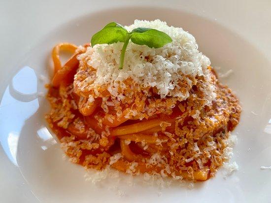 Spaghetto pomodoro datterino e tuma di Langa