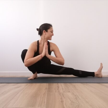 Seville, Spain: Hatha yoga on line