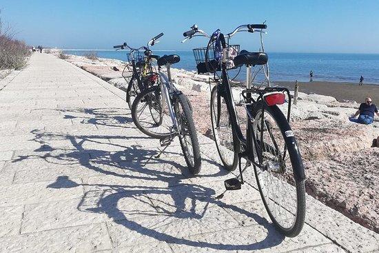 Island hopping by bike around the...