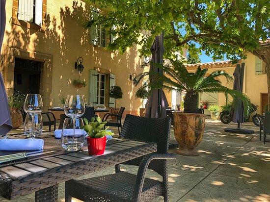 Cuisine gastronomique sous les platanes, Le Pré du Moulin - Maison Alonso