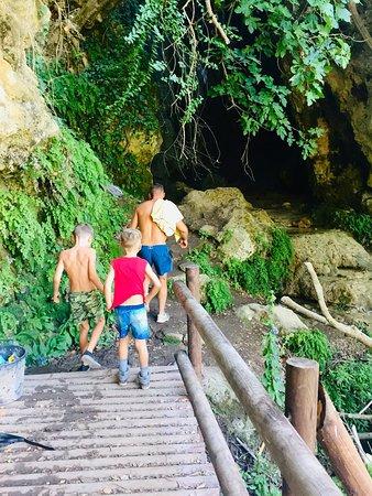 Kritou Terra, Kypros: Entrance to the first waterfall
