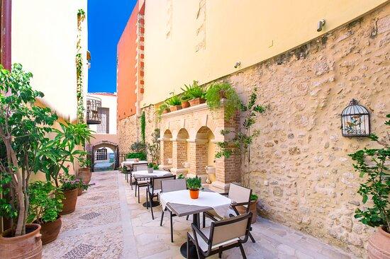 Casa Moazzo Suites & Apartments