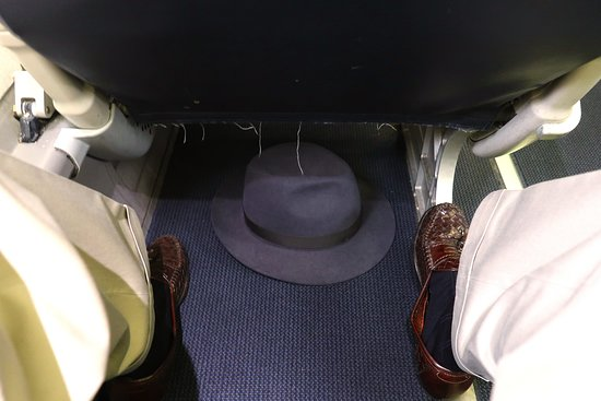 United Airlines: UA5435 Phoenix to Los Angeles ERJ-175 (#N143SY) FC Seats 3A