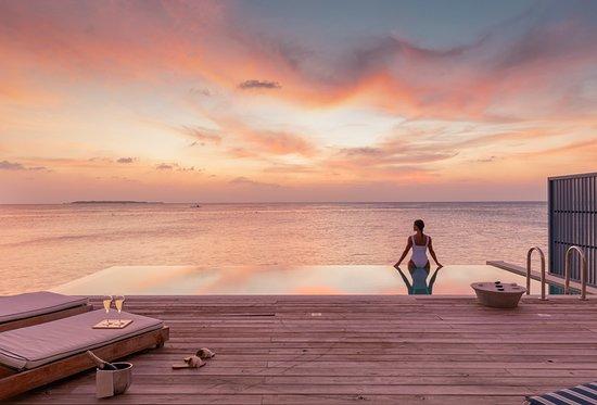 האיים המלדיביים: Baa Atoll Maldives sunsets from your villa. 