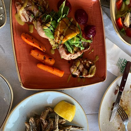 Seaside cafe serving authentic Greek dishes