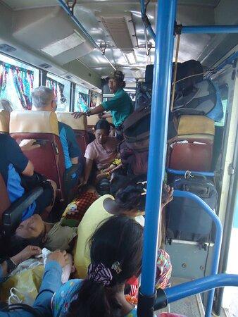 Hpa An, Birmania: Dobrze ,że  nie trzeba było wynosić bagaży  i przejechały przez mosty razem z nami .