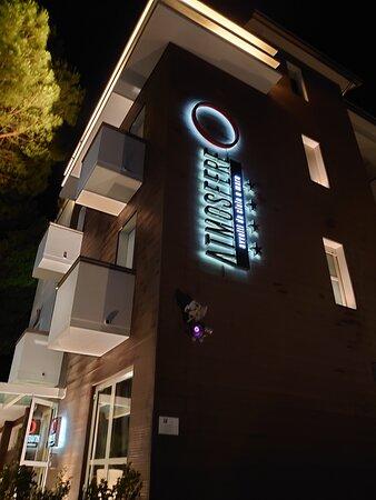 facciata hotel Atmosfere (sera)