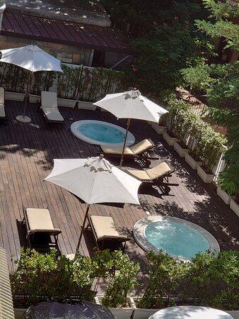 panorama su giardino con idromassggio (da camere hotel)