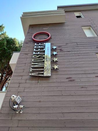 facciata hotel (di giorno)