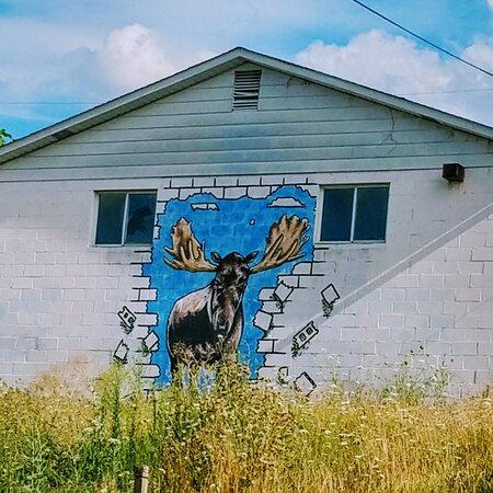 Herminie, פנסילווניה: A mural of a moose painted on a garage wall in Herminie