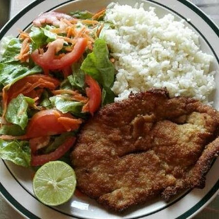 Cancun, Mexico: Filete de pescado empanizado  $75 pesos Incluye sopa de entrada y un vaso de agua fresca de Jamaica, horchata o tamarindo