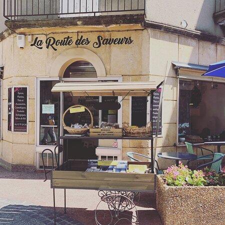 Privas, France : Boutique de thés, épices, épicerie fine ainsi que salon de thé ..