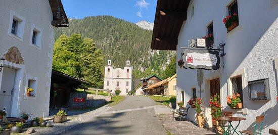 Gasthof Maria Kirchental mit Wallfahrtskirche