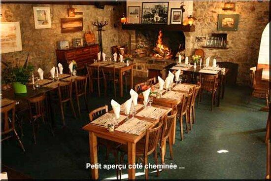 Regneville-sur-Mer, Francie: intérieur du restaurant
