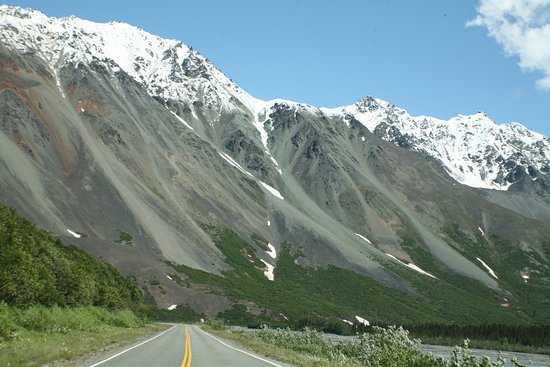 Avalanche Area on the Richardson Highway - spotted Eagles here