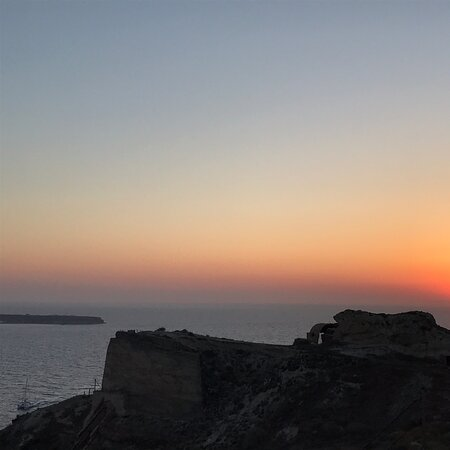 Oia, Yunanistan: when the sun sets and the land is dark