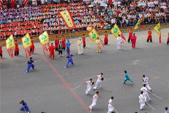 Emeishan, China: 峨眉武術は四川省峨眉山地区を起源とし、四川さらには南西地区全域に広まった武術の総称。峨眉武術は峨眉山で誕生し、約3000年の歴史を有する中華武術3大流派の1つ。