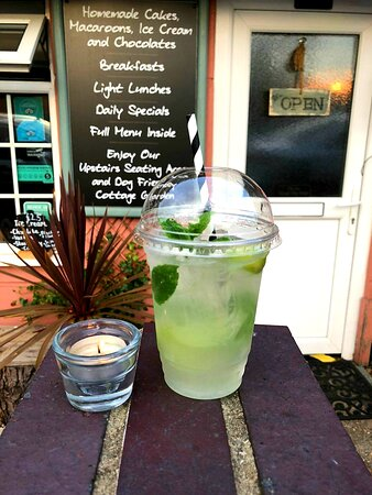 Nonalcoholic Mojito,  great for a hot summer 🍸