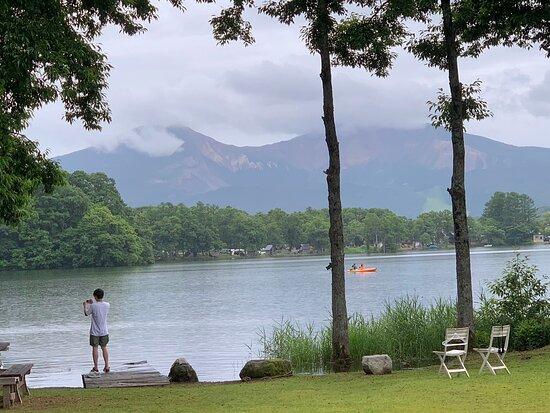 裏磐梯 曽原湖の湖畔に建つ素敵なペンションです。オーナーの方はじめスタッフの皆さんのホスピタリティが素晴らしいです。 磐梯山を望む裏磐梯の素晴らしい自然の中で楽しむカヤックがとても素晴らしい体験でした。 お勧めのお宿です。