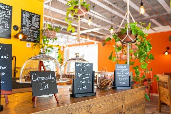 La nourriture du jour au restaurant et au café.
